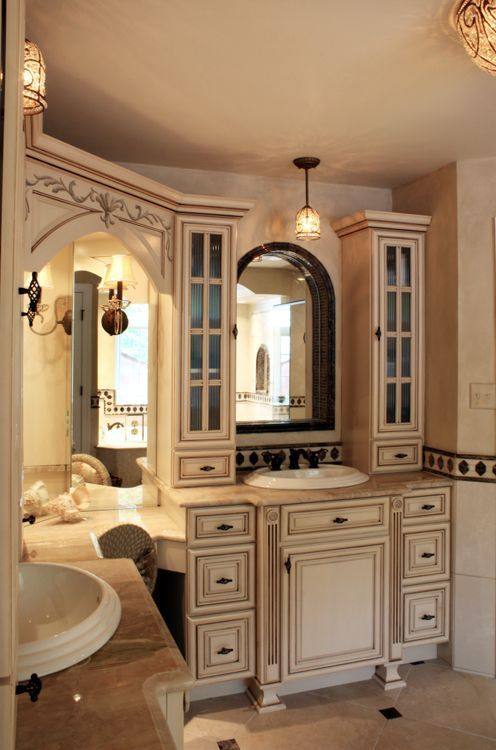 17 best ideas about country cream bathrooms on pinterest for Country bathroom
