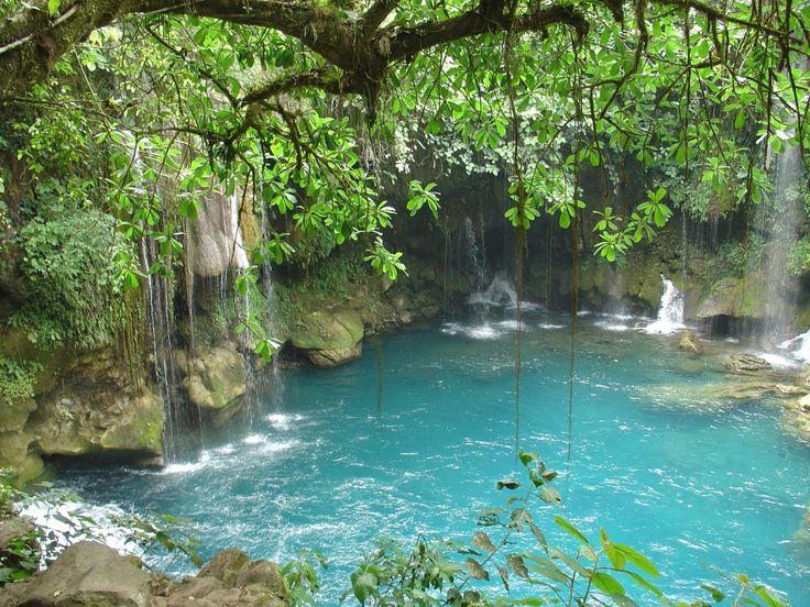 Escanela un río pequeño de enorme belleza, cuyas aguas alimentan la presa de Jalpan. Escondido en el corazón de la Sierra Gorda a poco más de 180 kilómetros de la capital de Querétaro.