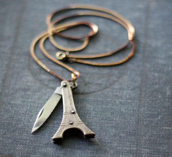 Cuchillo de bolsillo collar de la Torre Eiffel | 33 Increíblemente disimuladas joyas que toda chica necesita