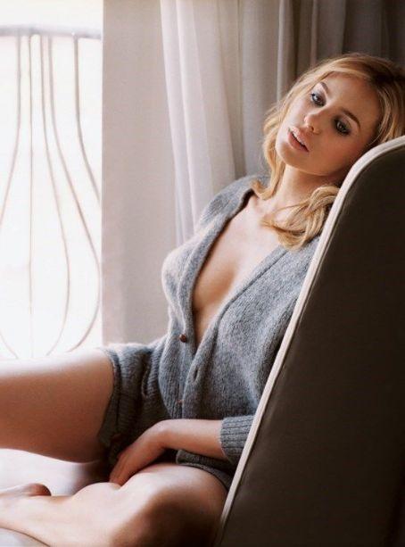 Hot Olivia D Abo 25