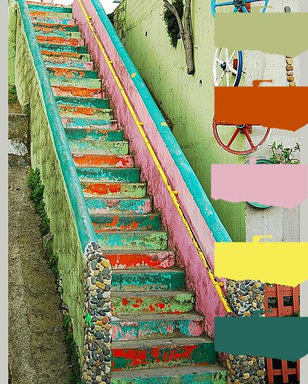 weathered  stairs in bright colors, found on kleurinspiratie