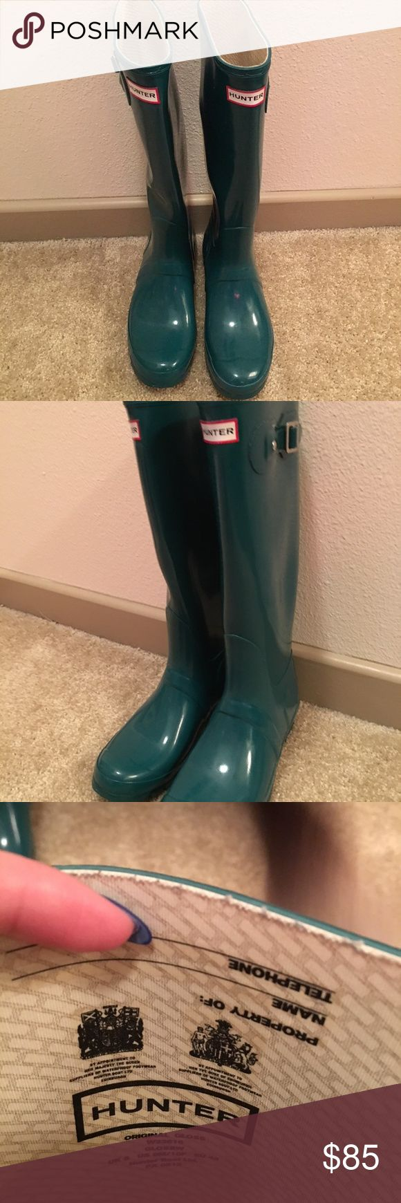 Hunter Rain Boots These are the Original Gloss Hunter Rain Boots. The color is Teal. I have worn them twice. I moved to Dallas and don't have much use for them anymore.  The size is US Women's 10/ Men's 9 Hunter Shoes Winter & Rain Boots