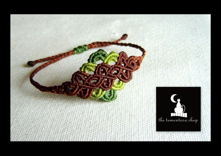 Romantic Lace Effect handmade macrame bracelet by TheTomentosaShop