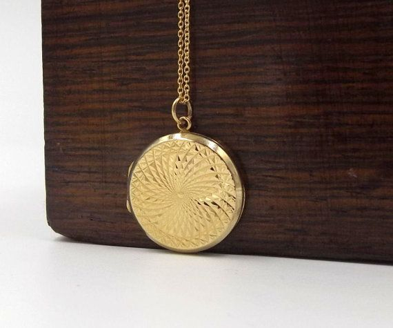 9ct Gold Vintage Locket | 9ct Gold Back And Front Locket | 9k Round Diamond Cut Photo Locket Pendant On A Chain
