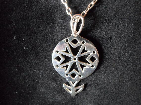 CROIX HUGUENOTE en argent massif type médaille. Silver Huguenot cross medal.