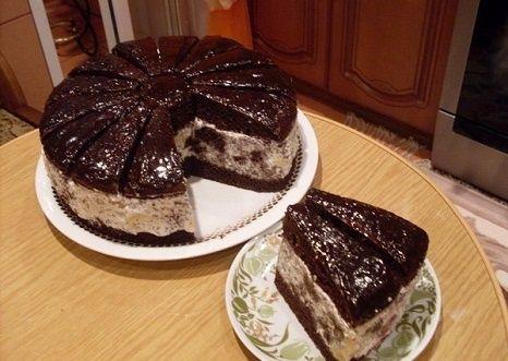 Rupjmaizes torte ar brūkleņu ievārījumu un putukrējumu