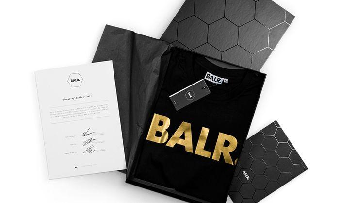 Voor het 2-jarige jubileum heeft BALR. een speciale 'Gold Anniversary Edition' ontworpen. Het luxe merk, dat opgericht is door voetballers Demy de Zee...