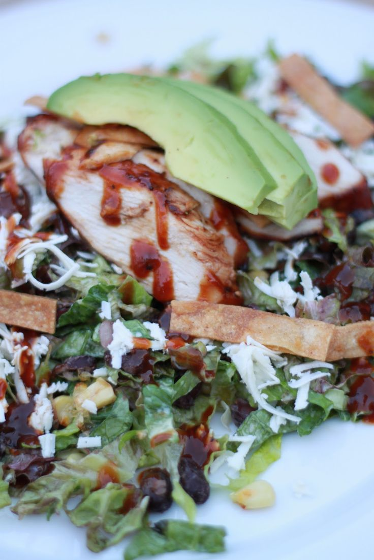Barbecue Chicken Salad - this looks sooooo good,  especially after being on vacay for a week and eating like crap!