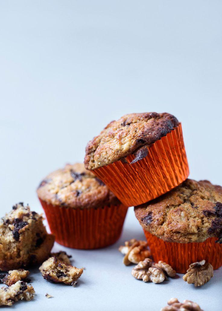 Bananmuffins med chokolade. Tilføj evt kanel og kardemomme for krydret smag.