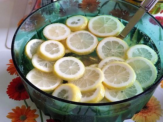 La meilleure recette de Cocktail Alsacien! L'essayer, c'est l'adopter! 5.0/5 (2 votes), 2 Commentaires. Ingrédients: - 1 Bouteille de Gewurztraminer (pas Vendanges tardives) - 1 bouteille de Crémant d'Alsace - 25cl de Carola rouge - 4 citrons jaunes (ou 6 citrons verts) - 6 cuillères à soupe de sucre en poudre