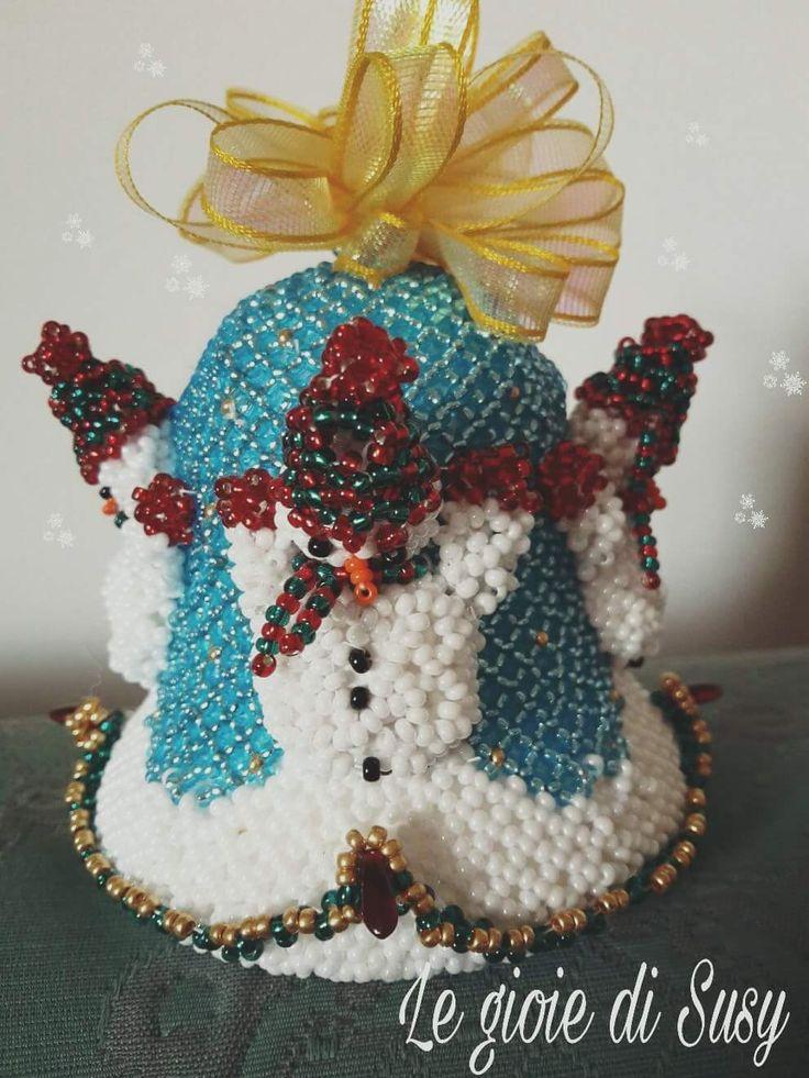 campana con pupazzi di neve