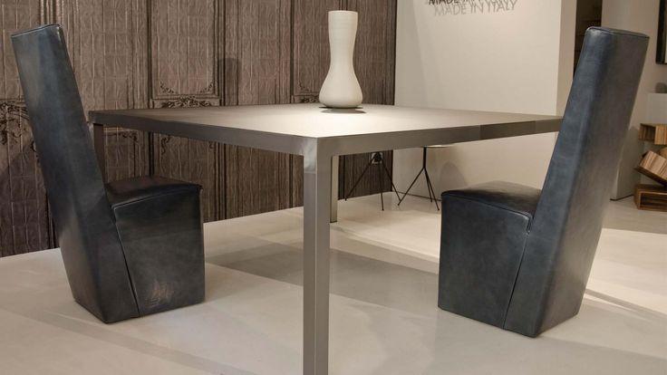 OPERART suggestive design - Show-room Expo 2015 Baxter_Cassandra tavolo + Baxter_Graz sedie Tavolo pranzo design Tavolo metallo e lamiera