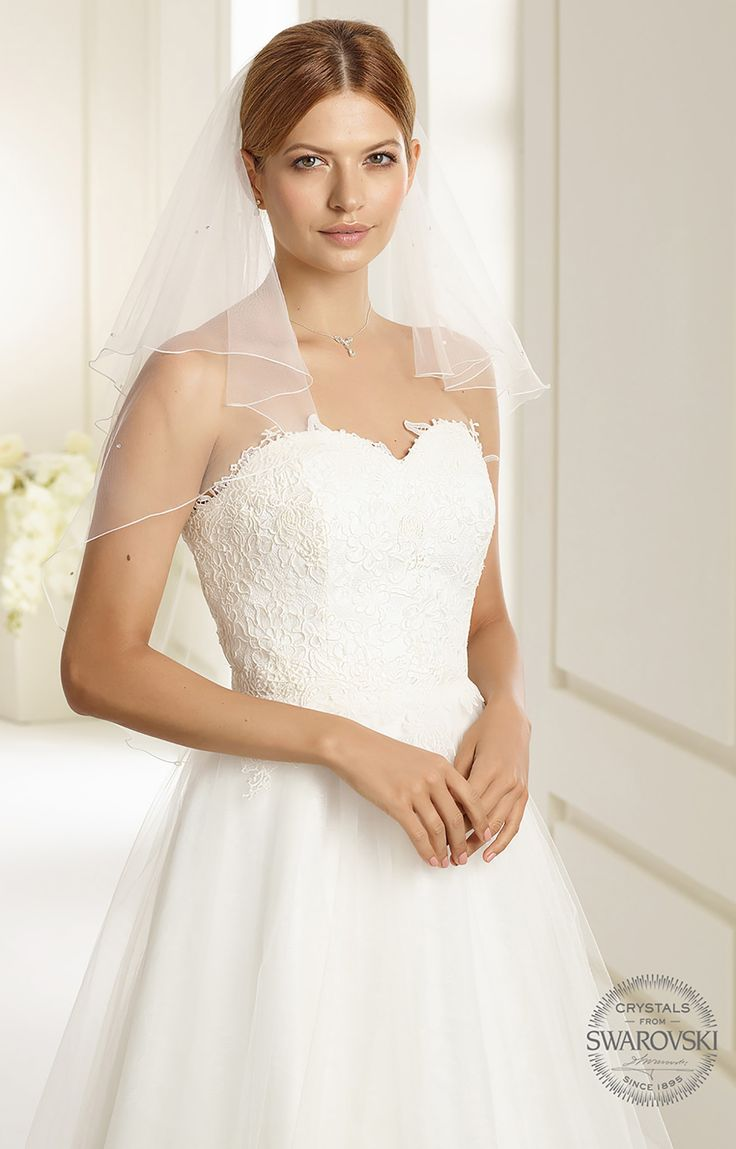 Fine veil S188 from Bianco Evento #biancoevento #veil #swarovski #weddingdress #weddingideas #bridetobe