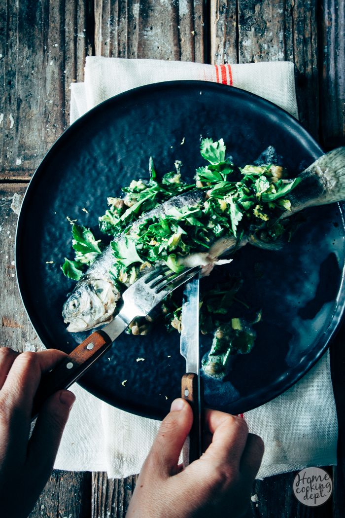 Bak forel eens niet in de oven! Maar laat hem in bouillon garen. Een perfect forel recept voor het avondeten: snel klaar en met blije gezichten garantie!