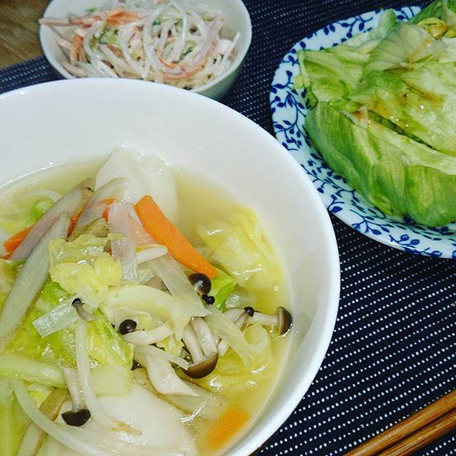kimidori.yH28.03.17 昨日は晩ごはんをガッツリ食べてしまったので、反省。 今夜はあっさり野菜沢山の水餃子スープ。 ごぼうも入れて不足し勝ちな食物繊維を摂取したつもりです。 #晩ごはん#おうちごはん#ふたりごはん#夕食#手料理#Japanesefood#diet#dinner#cooking#野菜を食べよう