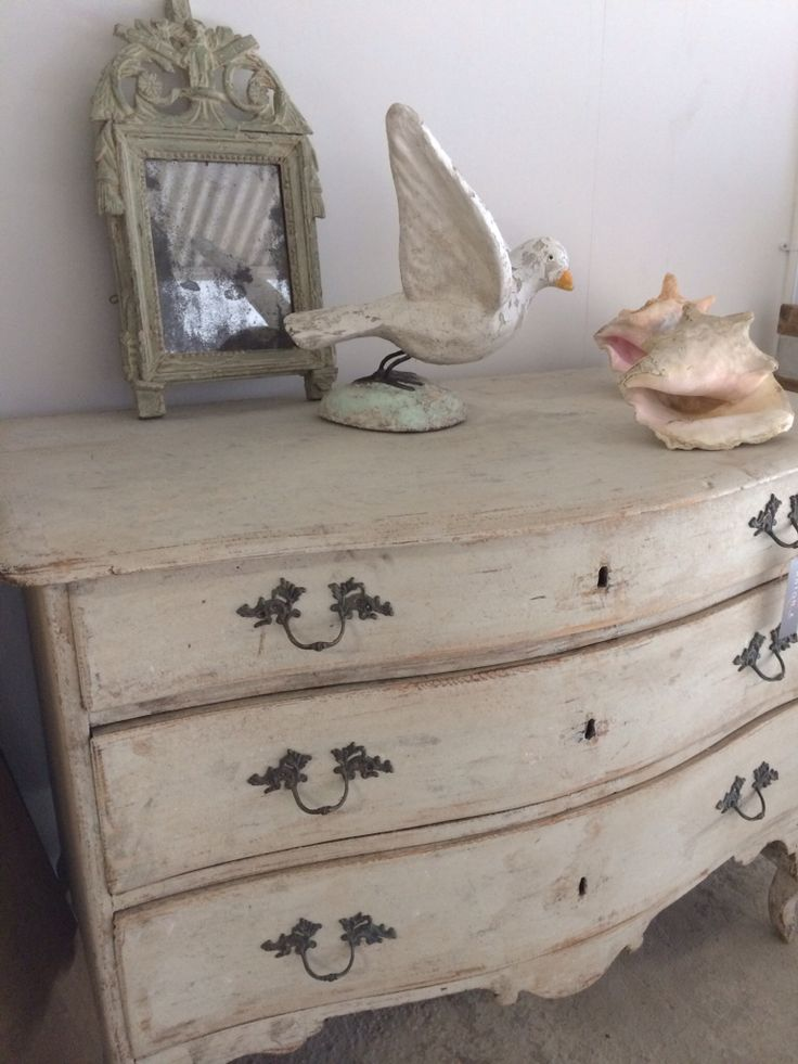 Wonderful swedish commode at anton k french country for Commode style shabby chic
