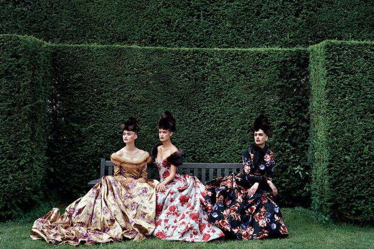 Oscar de la Renta Dresses Through the Ages Photos | Architectural Digest