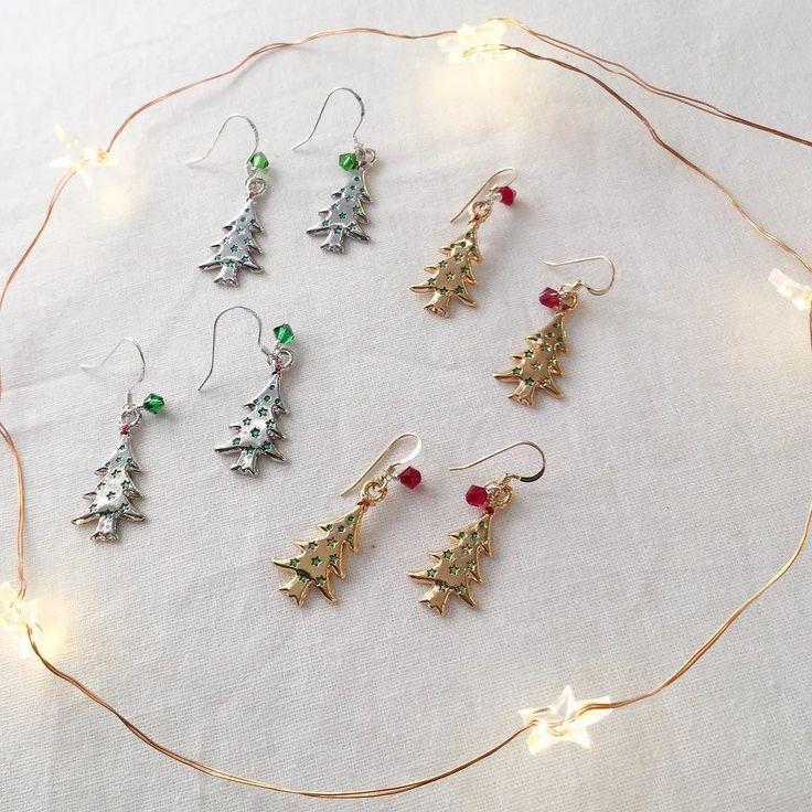 .. Christmas tree earrings! .. These make me happy  . . . . . #christmasearrings #christmastreeearrings #christmastree #silverandgold #silverandgoldchristmas #craftshowprep #instadaily #jewelrygram #sparkleandshine #bluemerlinmakes #handmadehappiness #pinterest