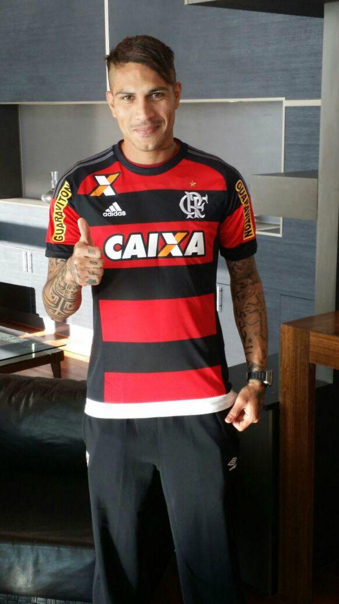 b90f71cf80 Guerrero recebe visita do Fla e veste a camisa rubro-negra pela primeira  vez   · Clube De Regatas FlamengoEsportes FutebolMinha ...