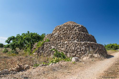 trullo delle campagne del salento di danieleamato, su http://500px.com/photo/73761649 -      Via: http://salento.tumblr.com/post/89704185957