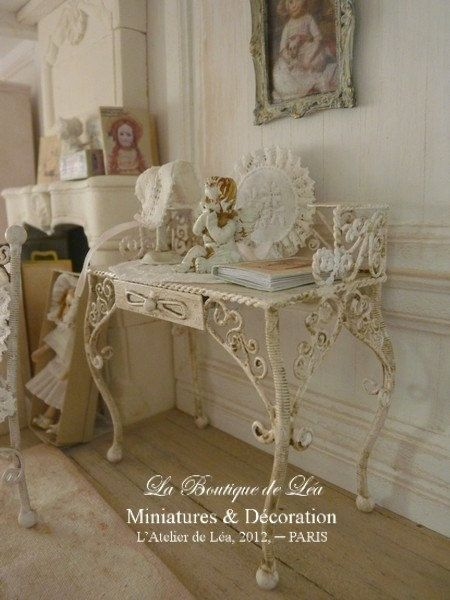 French romantique vanity - Shabby pink chic - French dollhouse 1/12th scale furniture. €59.00, via Etsy.