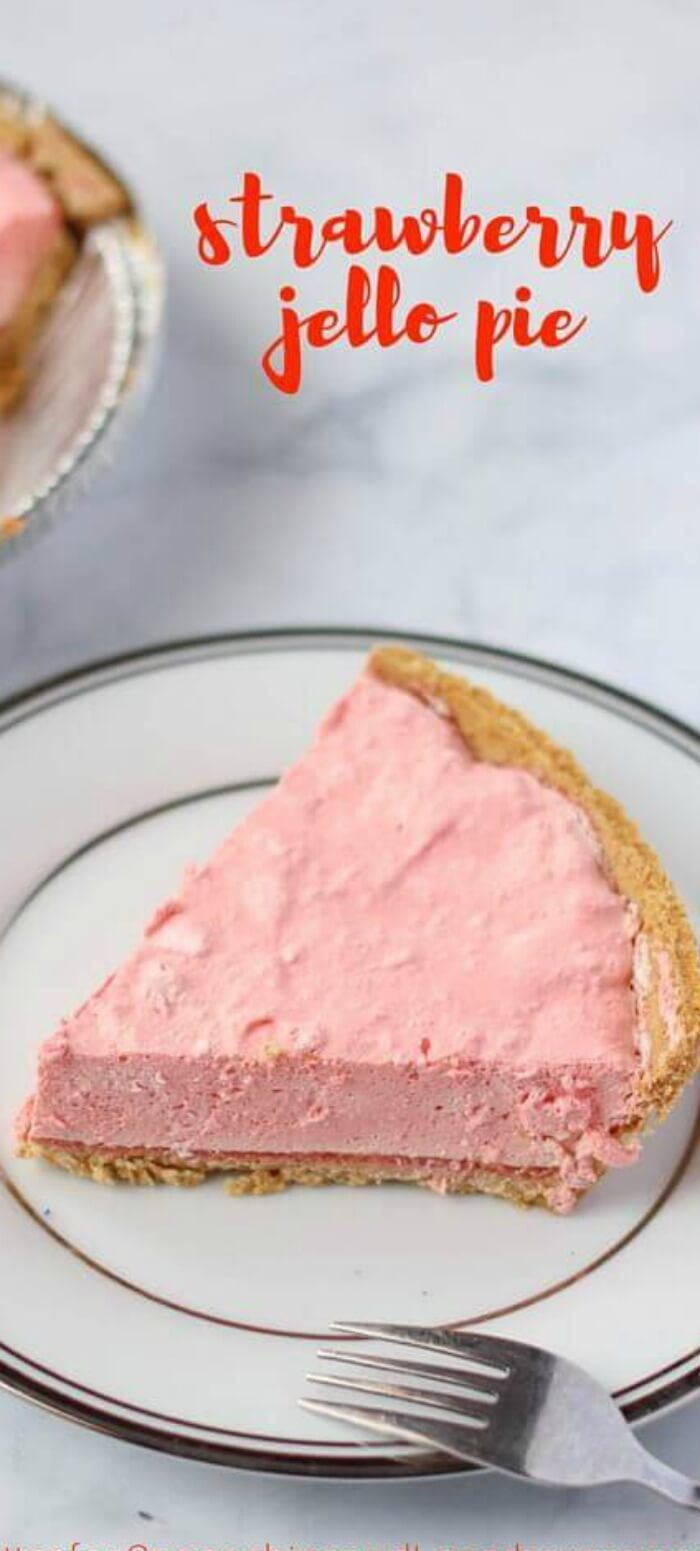 No-Bake Strawberry Jello Pie via @spaceshipslb