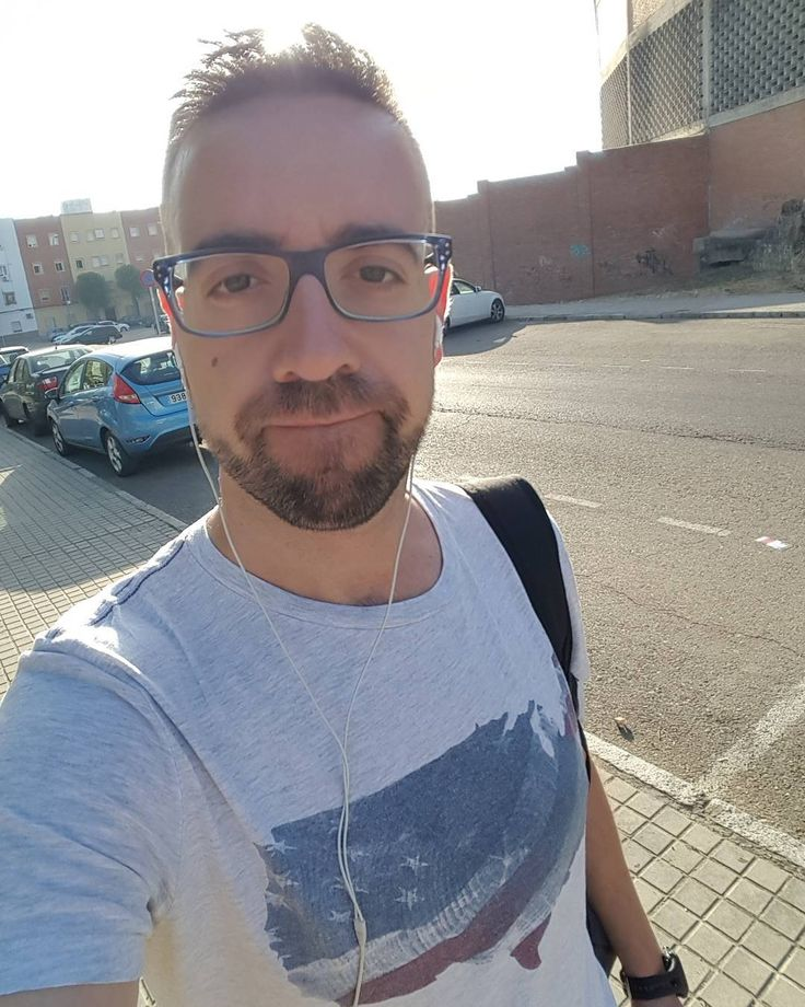 Con este #careto de #perezoso y #atolondrado me he levantado esta mañana de #viernes necesito a #elsa de #frozen en mi vida y su #sueltalo #ineedholidays #cara #empanao #bearded #beard #barba #instamen #profe #teacher #profesor #vida #life #instame #instalike #follow #freak #tshirt #eeuu #chemicalengineer #chemicalengineering #tgif #sun #caloret http://misstagram.com/ipost/1543603035127845502/?code=BVr-sg3ApJ-