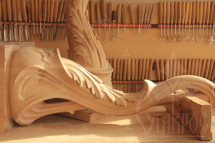 Резной парадный столб в стиле Модерн, выполненный из массива бука. #дерево #резьба #лестница #декор Carved front post in the Modern style made of solid beech. #decor #stairs #wood #wooden