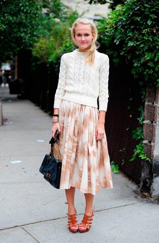 Fall transition // light sweater + midi skirt
