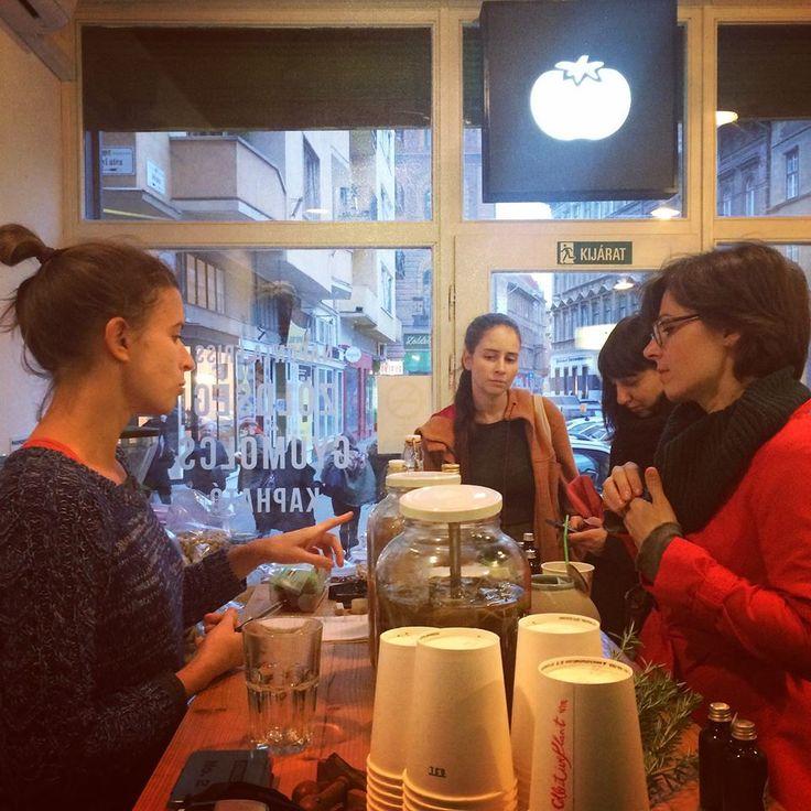 Collective Plant HERB BAR #RestaurantDayBudapest https://www.facebook.com/events/794682467260256/?ref=5 HERB BAR MENÜ: zsálya-vadalma SHRUB bazsalikom-vadalma SHRUB rebarbara-citromfű-gyömbér SHRUB rebarbara-citromfű-vanília vodka BITTER birs-zsálya-kardamon vodka BITTER