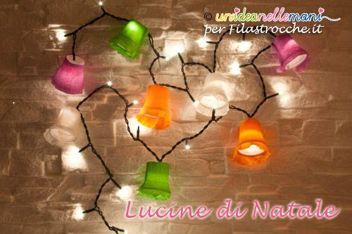 Cerchi un'idea per fare decorazioni luminose per Natale? Ecco come creare con i tuoi bambini delle luci di Natale fai da te colorate con bicchieri di carta.