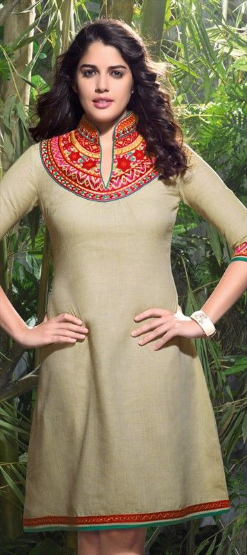 #izabelleleite looks perfect in designer #tunic. #GetThisLook here. Order now!  #Bollywood #CelebrityLook #Embroidery