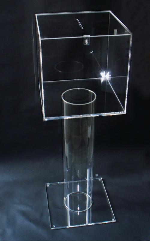 Urna in plexiglass con piedistallo d a terra by Cavinato acrylics s.a.s. - Dal 1949 - Espositori, portabrochure, portadepliants in plexiglass - www.cavinatoacrylics.it