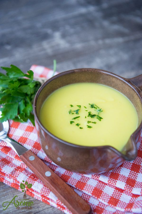 Supa crema de pastarnasc cu ghimbir, turmeric si coriandru este o supa delicioasa. Mai adaugati cateva crutoane sau o felie de paine de seacara, si gata pranzul sau de ce nu cina ?!