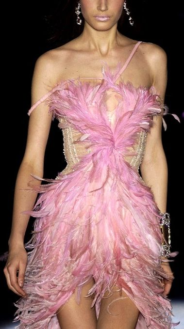 Roberto Cavalli...okay, i don´t know why i have obsession with feather. i might probably never wear feather dress, because it just doesn´t fit me, but gosh....i love it :)