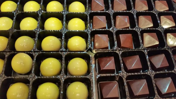 #Nadiad (lemon chutney #chocolate) & #Popayan (house dark 70% #Colombia) - 2 new flavours http://www.5dchocolates.com/the-journey-box-12-chocolates/…