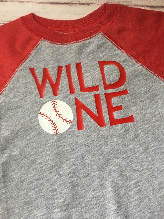 1ª camiseta del cumpleaños salvaje primer por PurpleElephantSTL
