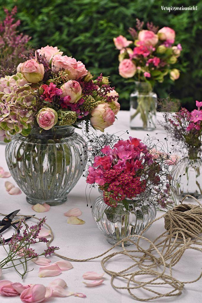 Decoración de mesa florida en rosa