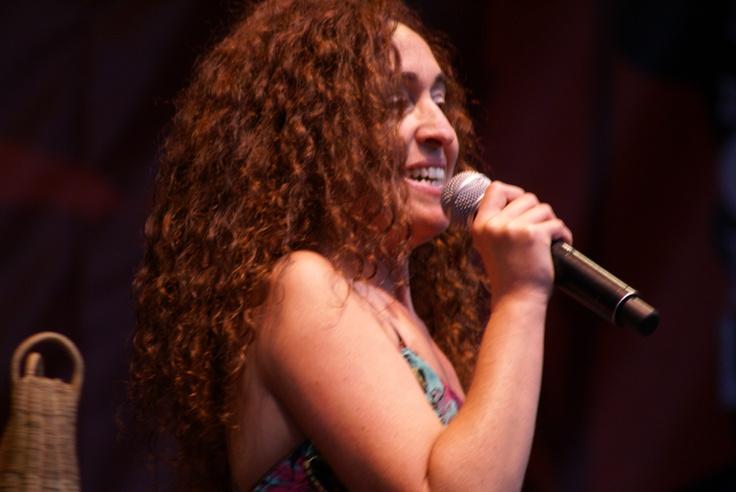 Inés Cánepa performs live.