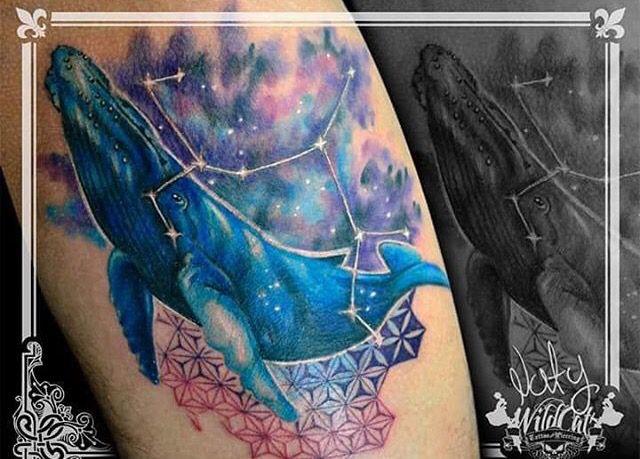 Diseñado y tatuado por nuestros tatuadores / Designed and tattooed for our tattoo artists. https://www.facebook.com/WildCat-Tattoo-137602613003219/ #Colors #Colores #constelación #constellation #ballena #ink #tinta #arte #art