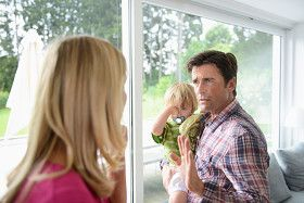 Man and woman arguing over child custody. - © Getty Images/Altrendo Images