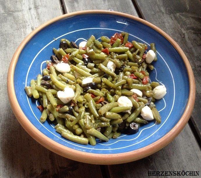 Grüner Bohnen Salat mit getrockneten Tomaten,Oliven und Mozzarella