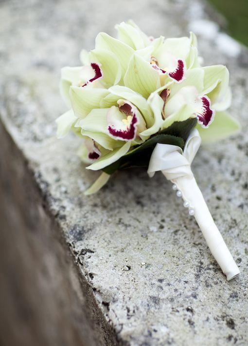 Die besten 25 Brautstrau mit orchideen Ideen auf Pinterest  Hochzeitsblumen orchideen