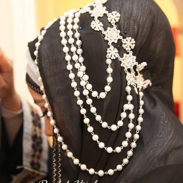 Don't get me wrong, i Looooove this hijab headpiece but this piece with two 7mths babies... not a good idea it will break in no time :)