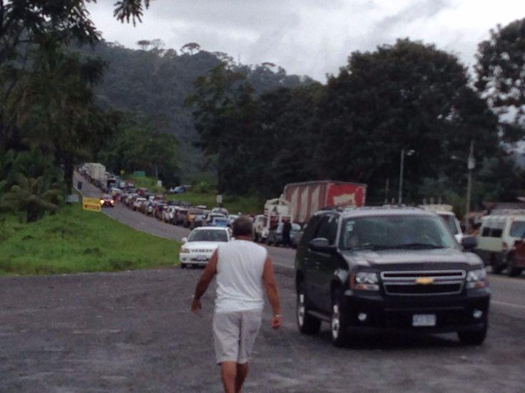 Cierre de Ruta 32 provoca presas en Guápiles, Siquirres y Turrialba