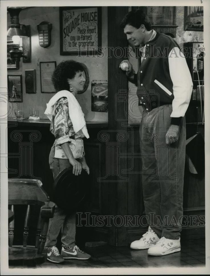 1991 Press Photo Rhea Perlman and Kevin McHale on Cheers, on NBC. - spp13058