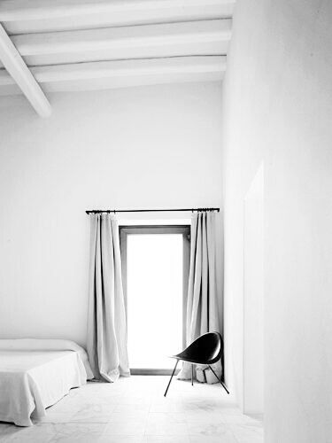 love the very light grey curtains with all-white room. Love the fact they're matt and too long and hanging from a jet black rail.