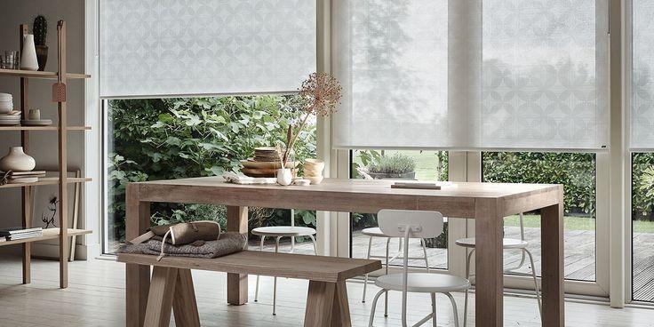 Natuurlijke materialen zoals hout en linnen en rustige kleuren zoals wit, beige en crème. Dat zijn een paar kenmerken van de woonstijl basic en puur. Het is een goed uitgangspunt voor uw interieur. U kunt deze rustige basis goed combineren met andere woonstijlen, zoals industriële stoelen of een landelijke tafel. Een andere optie is het verder doortrekken van de basic en pure woonstijl met lichte plaids, kussens en tapijt. Wat u ook kiest, het levert in elk geval een heerlijk rustig, licht…
