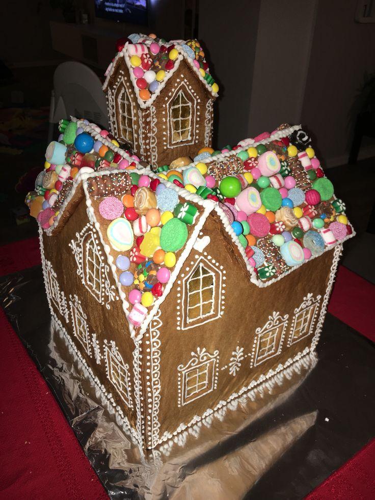 Pepperkakehus Gingerbread house Laget av Marianne Heggelund