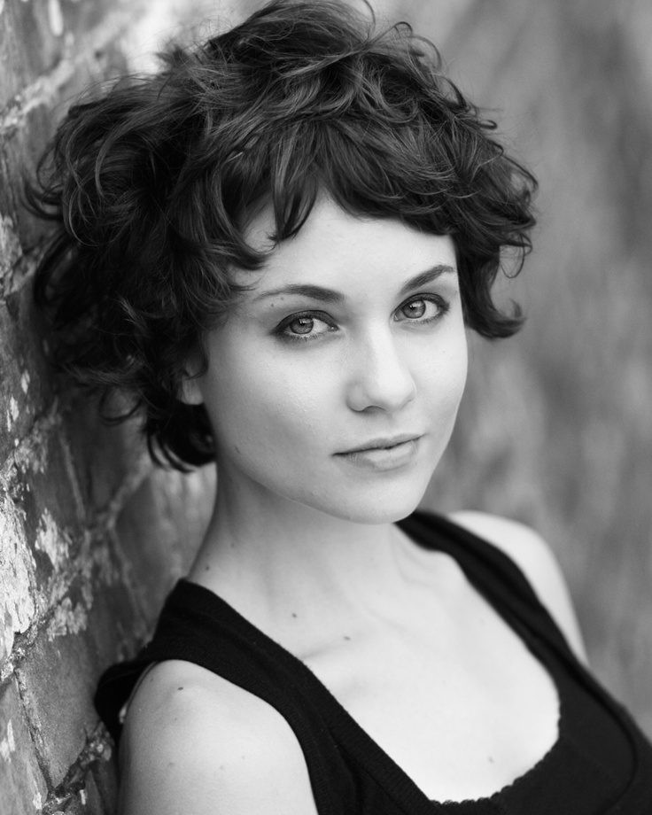 Tuppence Middleton as Iris Carr in The Lady Vanishes 2013.